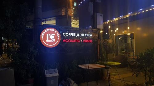 COFFEE & HEYTEA