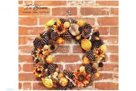 Vòng hoa trang trí Hướng dương cam & quả Thông