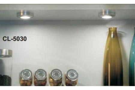 Đèn LED bên dưới nóc tủ bếp trên