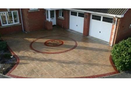 Bê tông ép khuôn (Stamped Concrete)