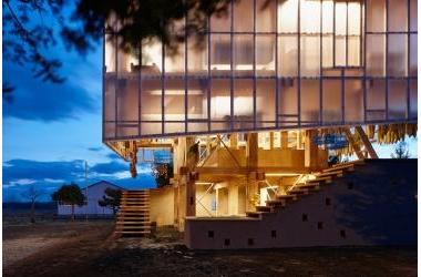 Ngôi nhà hứng trọn ánh sáng như studio nhờ vật liệu polycarbonate