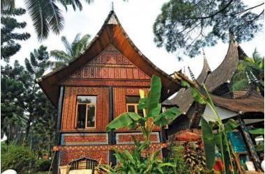 Nhà sừng trâu của người Minangkabau tại Indo