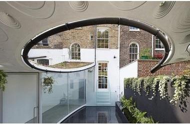 Độc đáo căn biệt thự đổ đất trồng cây xanh trên mái nhà