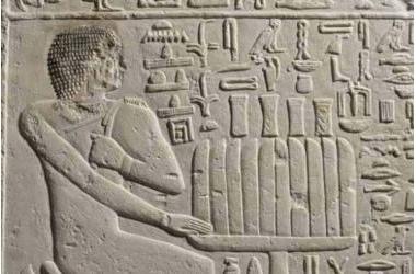 Tại sao các tác phẩm điêu khắc của Ai Cập cổ đại luôn bị gãy mũi?