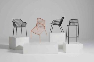 Câu chuyện đằng sau những chiếc ghế đủ màu sắc