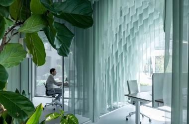 Văn phòng làm việc được bao phủ bởi vải