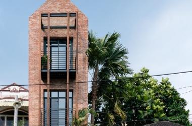 Ngôi nhà bằng gạch mộc gợi nhớ làng quê Bắc Bộ ở ven Sài Gòn