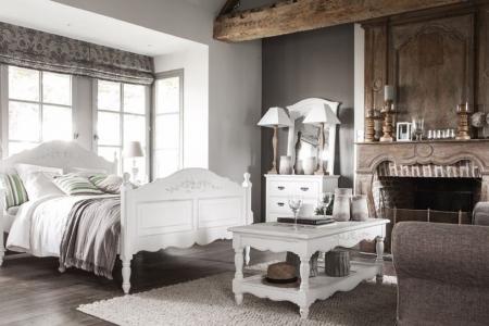 Giường ngủ bằng gỗ trắng