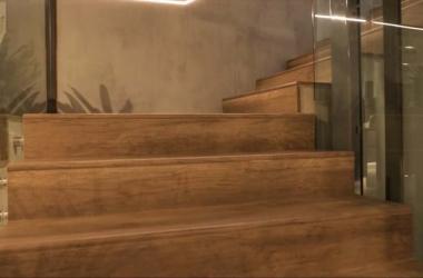 Giải pháp cầu thang gỗ uốn cong